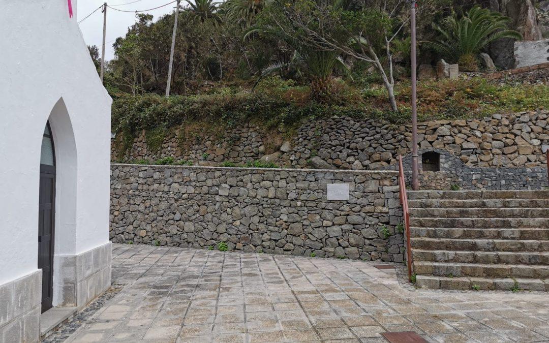 Placa en reconocimiento a El Metra en Chamorga
